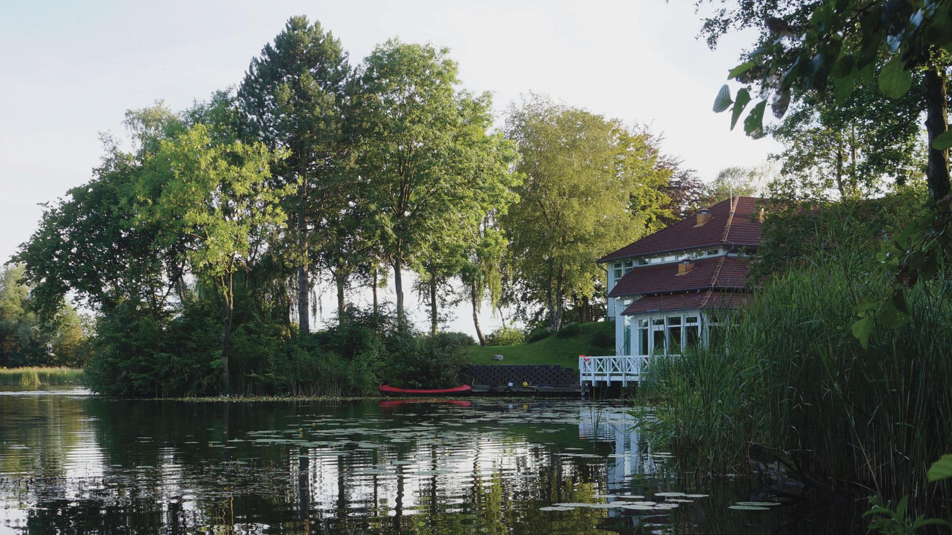 Skolen fra sø siden